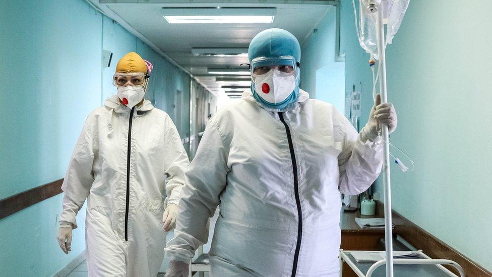 Коронавирус в России: число заболевших и умерших растет. Москва ожидает пик смертности в ближайшие дни