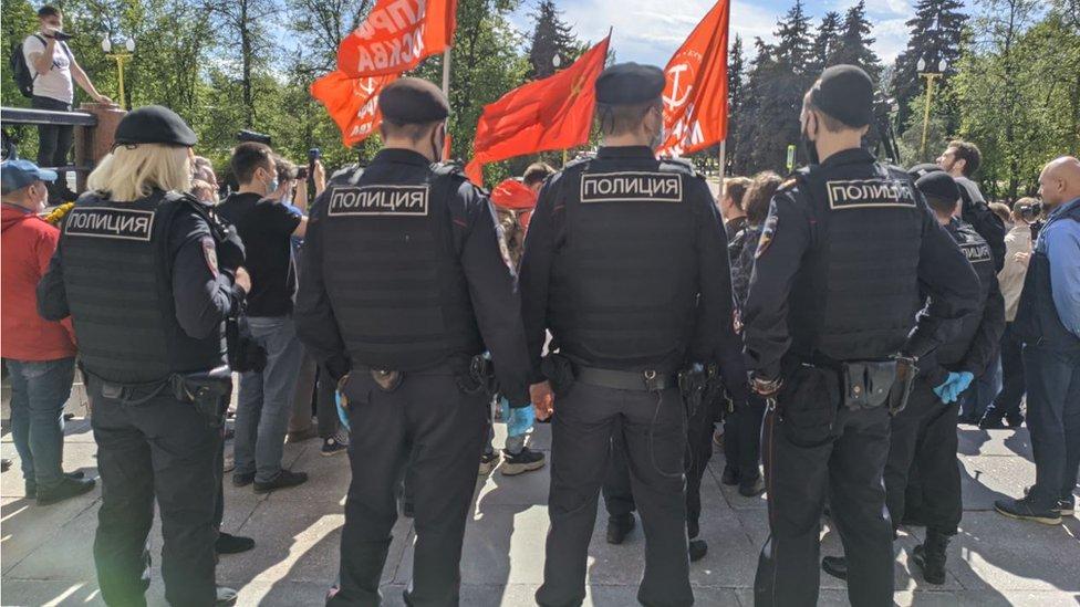 Более 20 человек задержаны у МГУ на акции против закона о просвещении