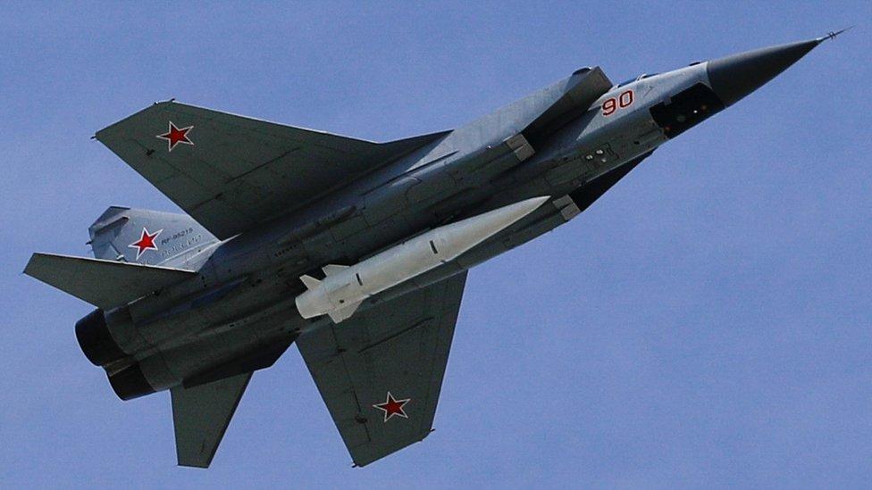 طائرات مقاتلة من نوع ميغ 31 صواريخ كيجال فائقة السرعة