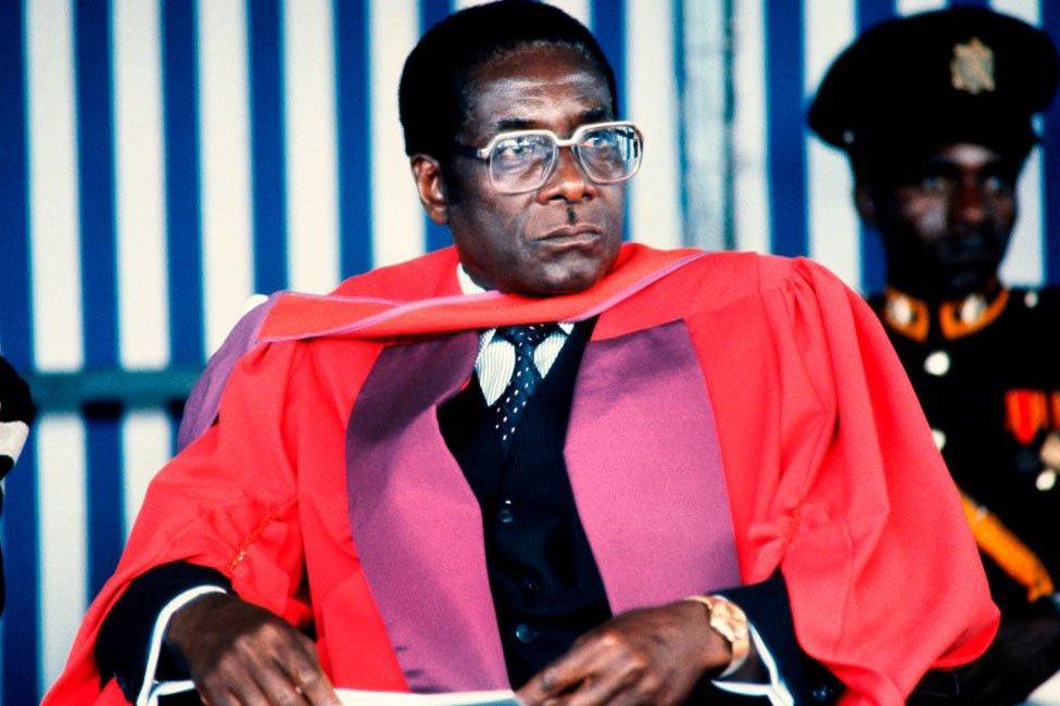 Robert Mugabe prima zvanje doktora nauka
