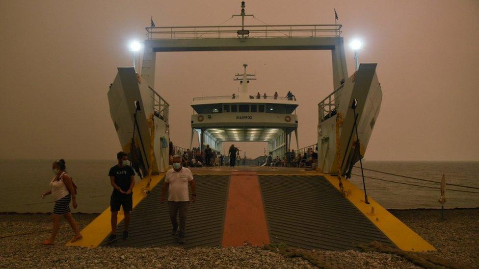 Un ferry en la isla de Evia.