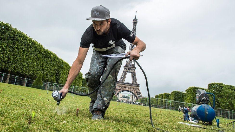 عمل فني في فرنسا