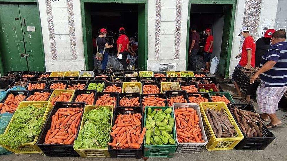 Comida in natura doada à Comunidade Caranguejo Tabaiares