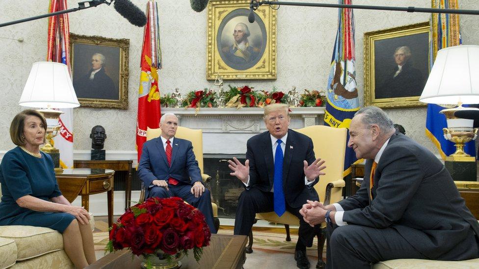 Trump en el desapcho Oval con Pence, Pelosi y Schumer el 11 de diciembre de 2018