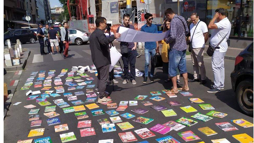 Prodavci udžbenika su knjige delili besplatno