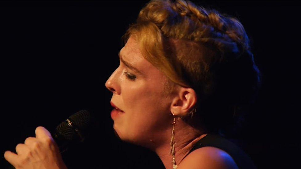 Barbara Weldens performing