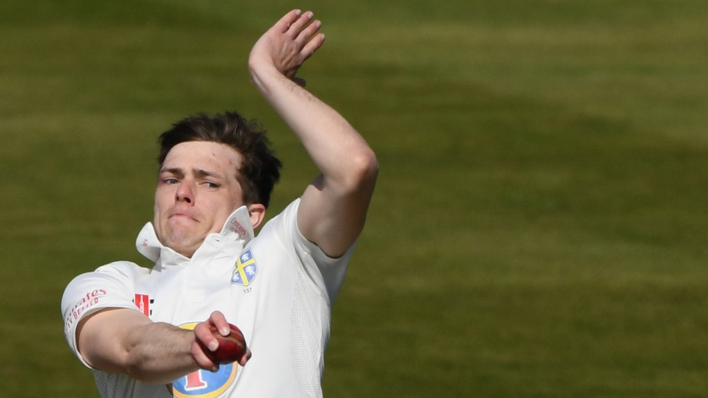 Bowlers on top between Durham and Gloucestershire