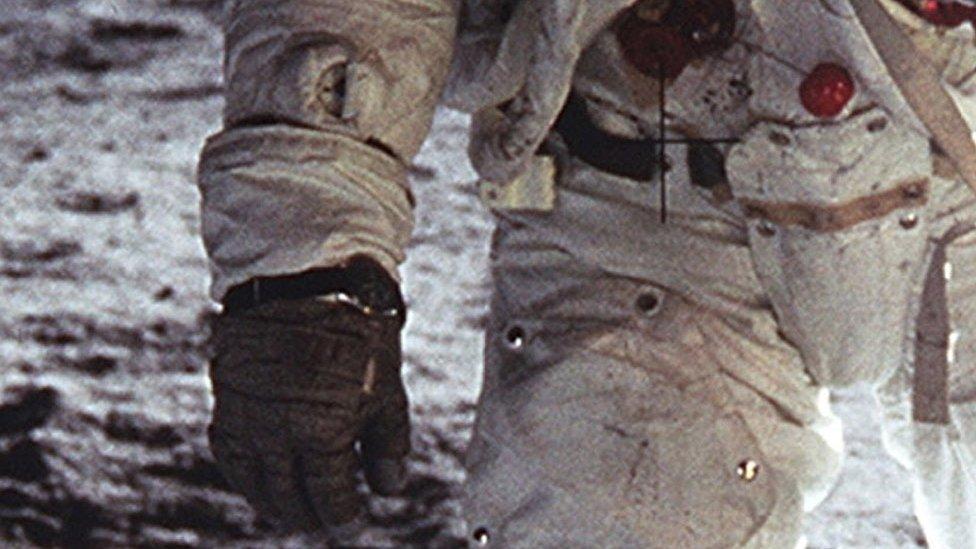 Jam tangan Buzz Aldrin.