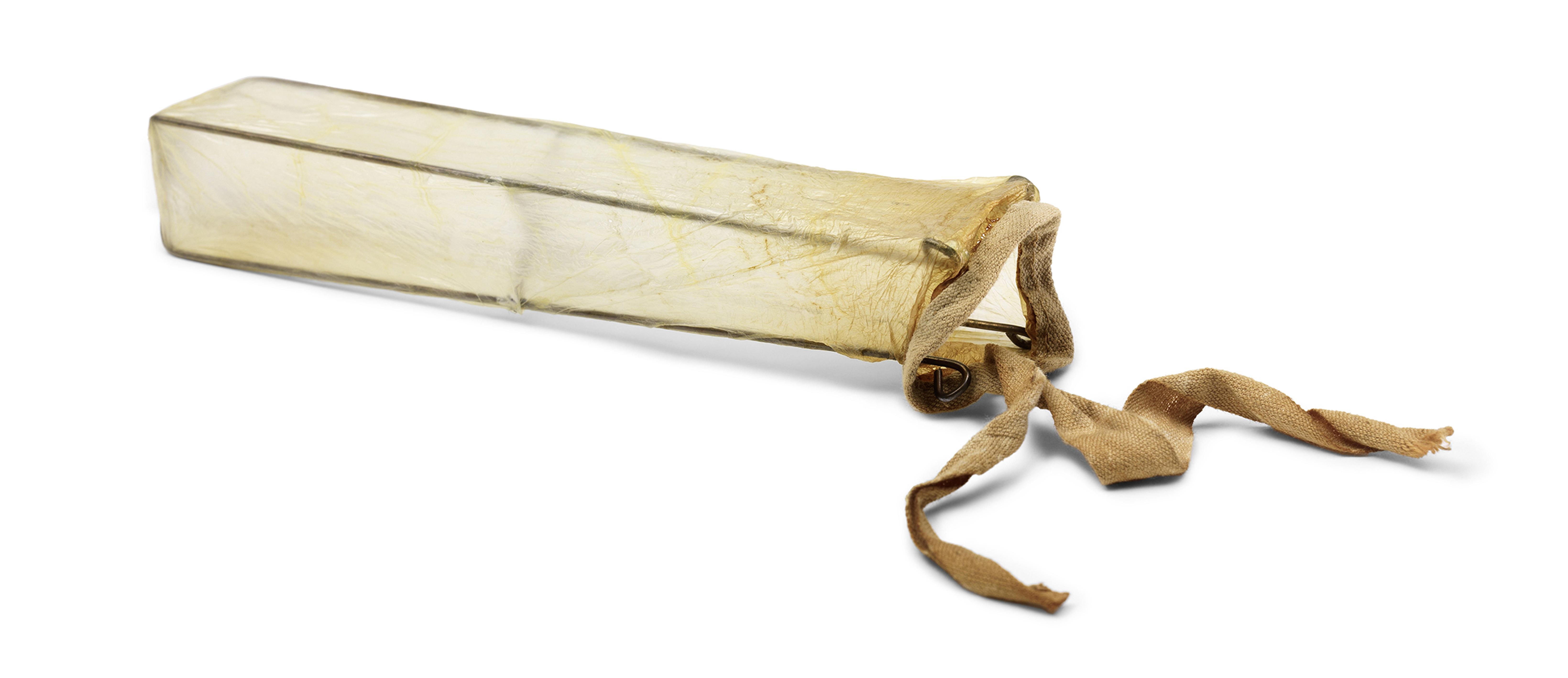 Condón hecho con intestino de oveja, 1800.