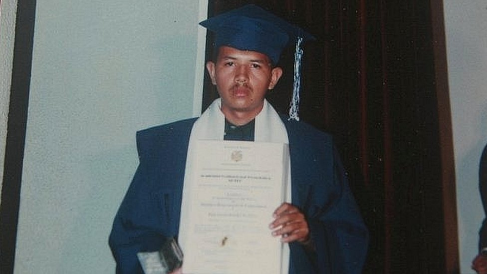 Juan Carlos Sánchez Latorre en su graduación. (Foto: Diario Versión Final)