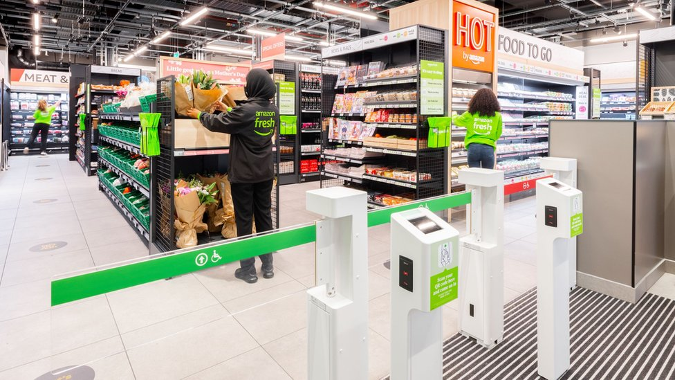 Первый за пределами США магазин Amazon без касс и продавцов открылся в Лондоне