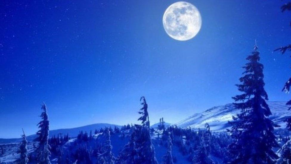 """مصطلح """"القمر الأزرق"""" لا علاقة له باللون الفعلي للقمر"""