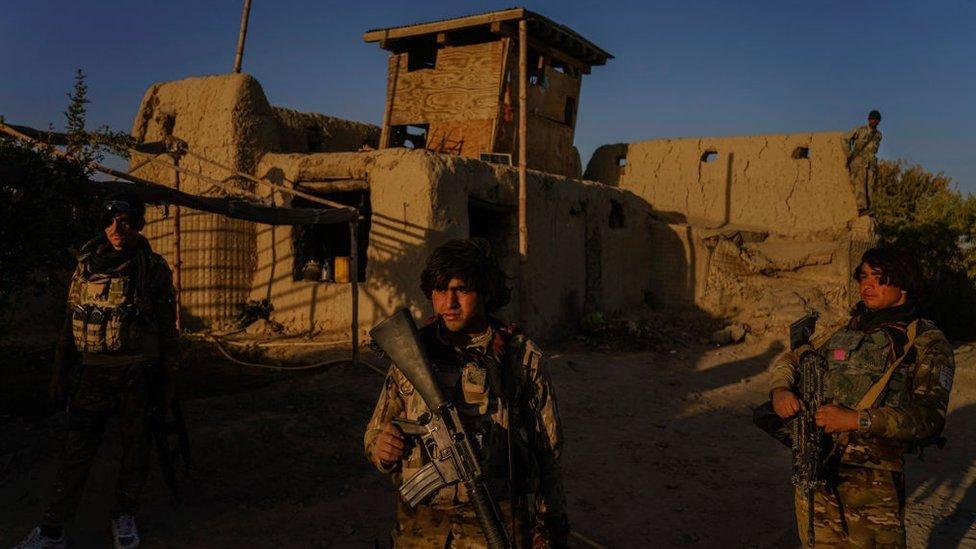 تناضل القوات الوطنية الأفغانية ضد تقدم سريع لطالبان