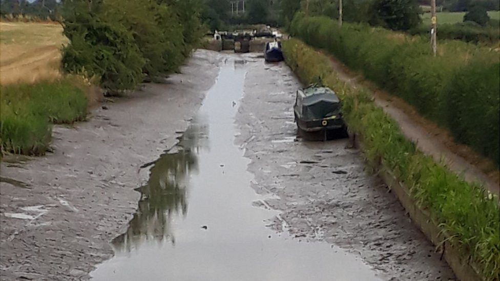 Boater accidentally drains Kennet and Avon Canal