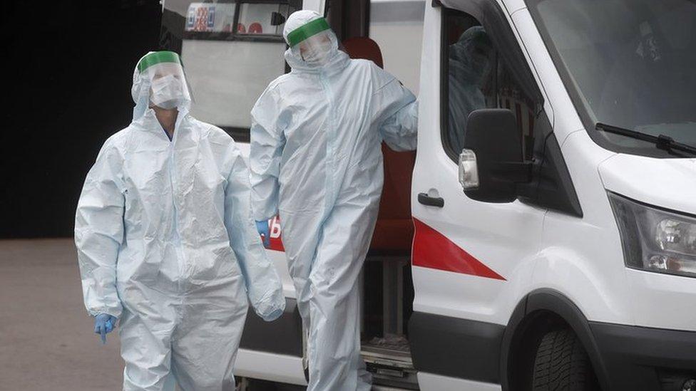 Коронавирус в России: рост продолжается, а лекарство по 12 тысяч рублей