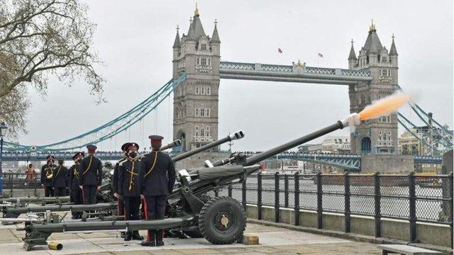 Принц Филипп: по всей Британии и за ее пределами прозвучал артиллерийский салют