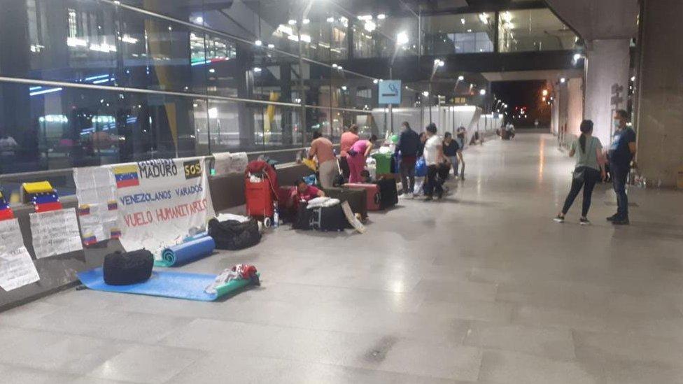 El grupo se encuentra en la Terminal 4 del Aeropuerto de Madrid Barajas.