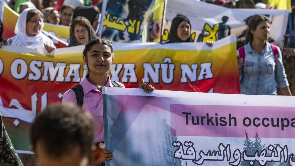 أكراد يتظاهرون