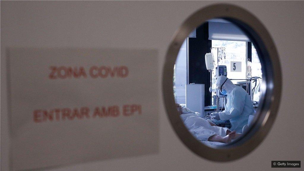 治療Covid-19患者所需的許多設備供應有限,迫使醫生決定誰能使用這些設備。