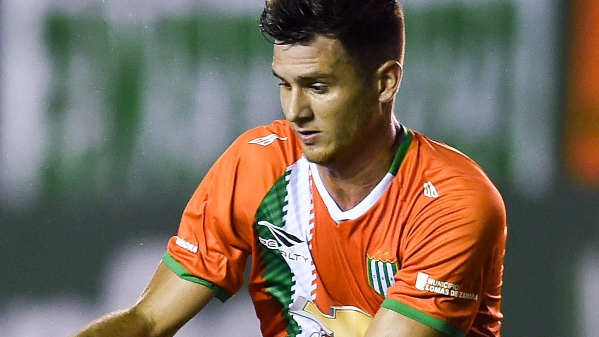 Dundee United sign Argentine left-back Sporle