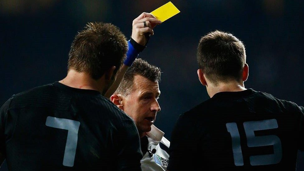 Nigel shows the yellow card to Ben Smith of New Zealand during the 2015 Rugby World Cup final