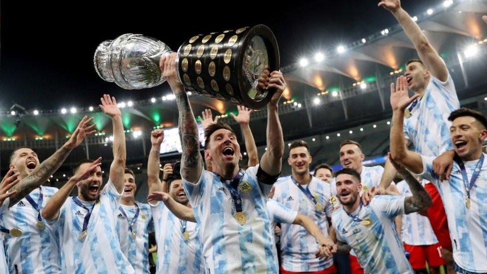 Argentina levantando la Copa América 2021