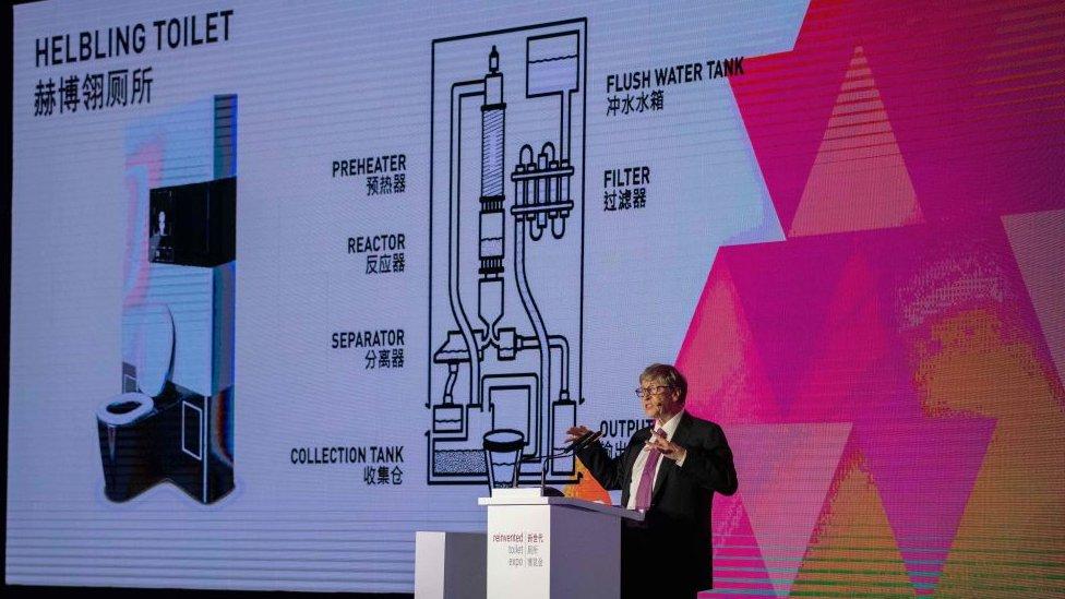 Bill Gates habla sobre su proyecto de inodoros
