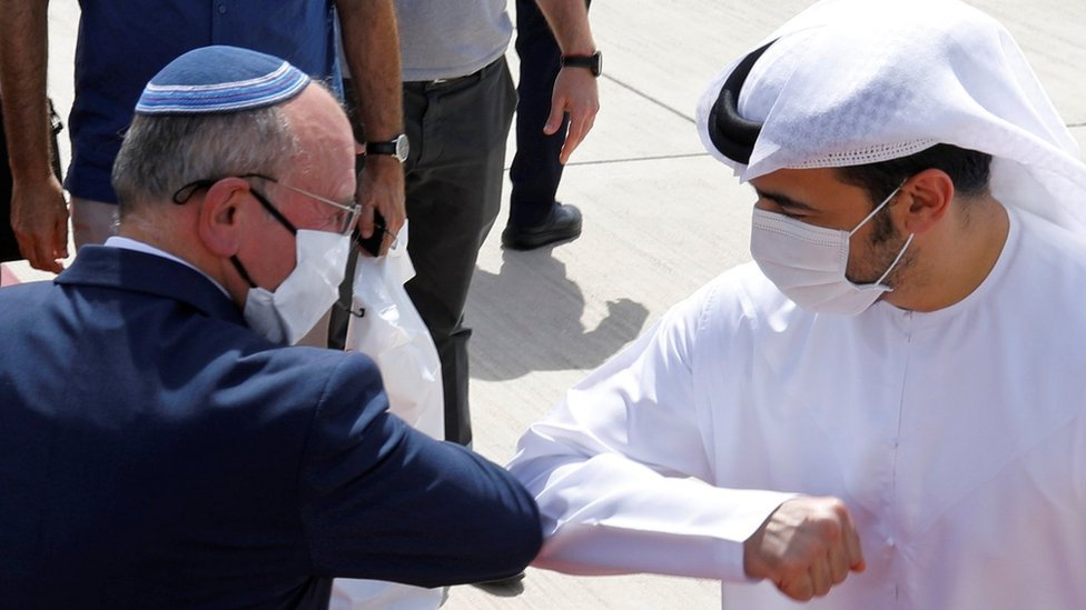 Israeli National Security Adviser Meir Ben-Shabbat elbow bumps with an Emirati official at Abu Dhabi airport in the United Arab Emirates (1 September 2020)