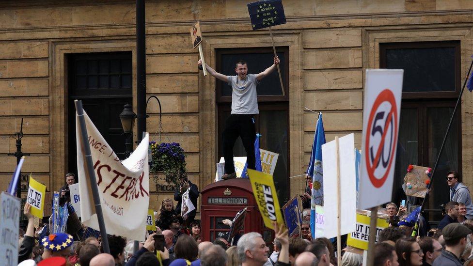 Manifestantes en la marcha contra el Brexit.