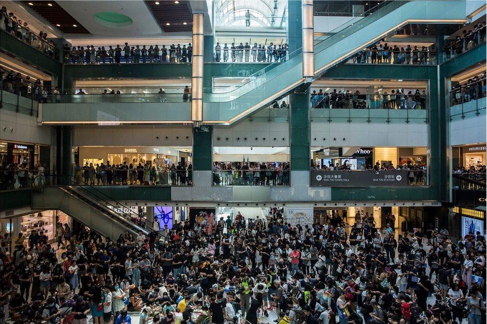 Miran protest u trgovinskom centru