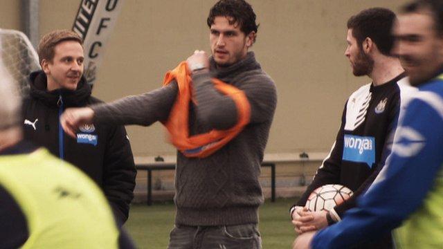 Newcastle United's Daryl Janmaat puts on a bib