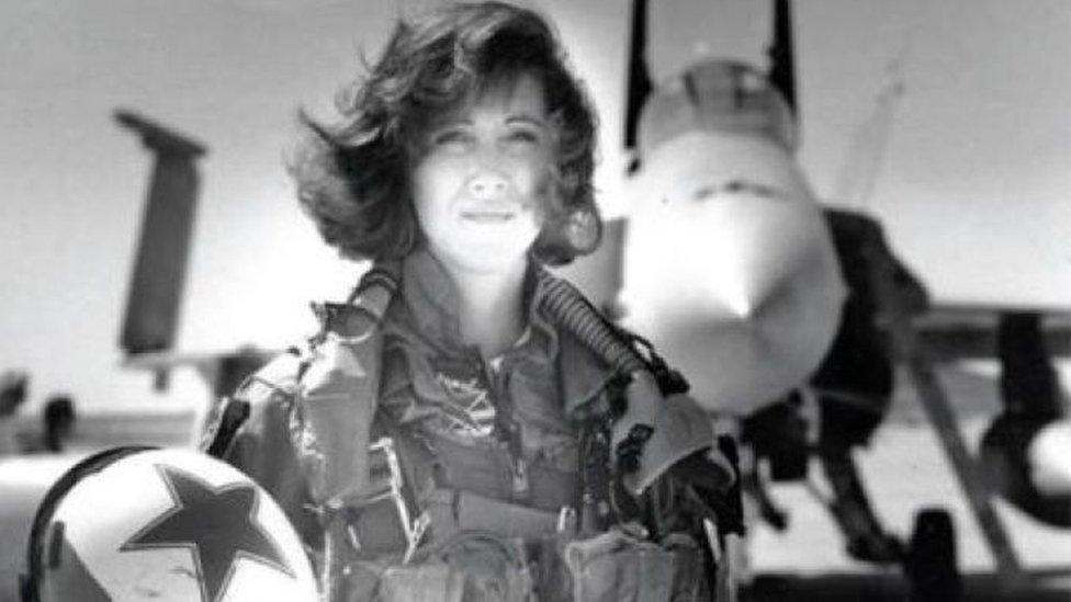 Американська героїня: як пілот рятувала пасажирів після вибуху двигуна
