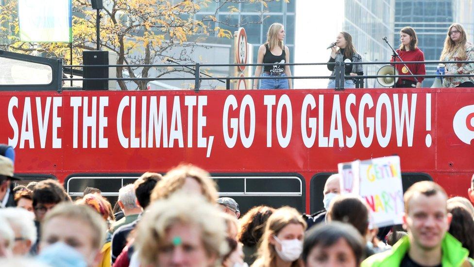 Мировые лидеры летят в Британию спасать планету от потепления. Даже королева не верит в успех