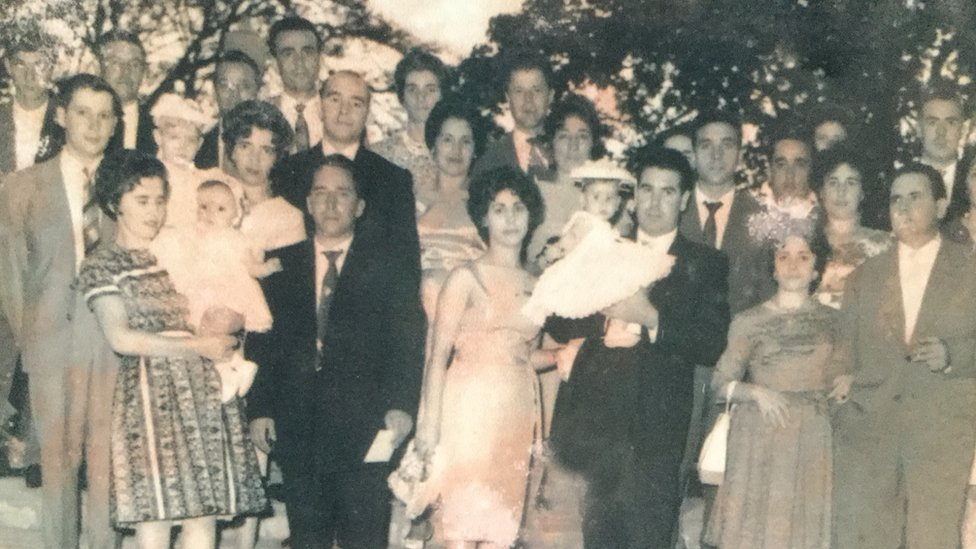 A black and white wedding photo shows a wedding in Caracas