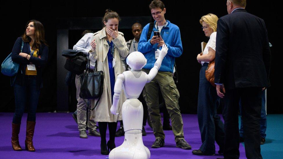 مجال الضيافة من المجالات التي سيدخلها الروبوت
