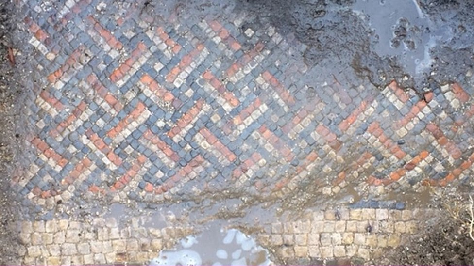 Mosaic in Roman Villa discovered in Wiltshire