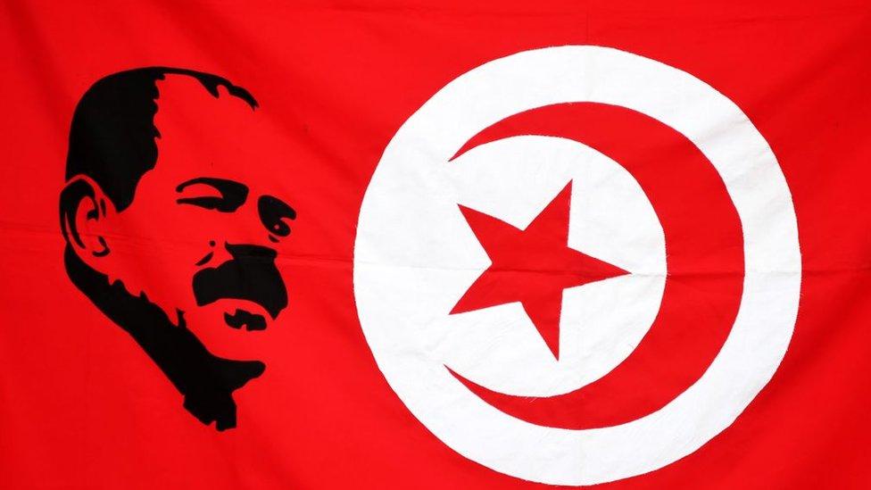 شكري بلعيد والعلم التونسي