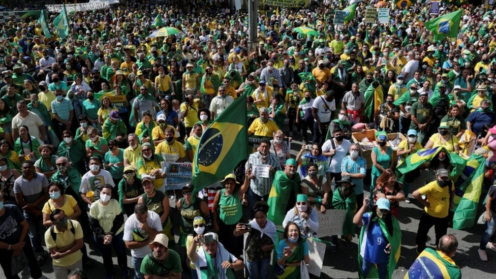 Manifestantes promovem aglomeração durante ato pró-Bolsonaro em São Paulo