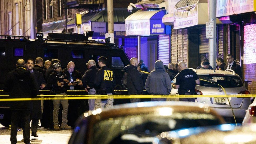 La policía acordonó la zona donde ocurrió el tiroteo.