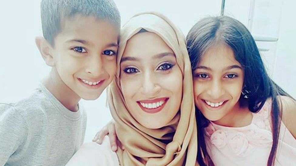 رابيا ليمبادا وطفلاها محمد وهناء