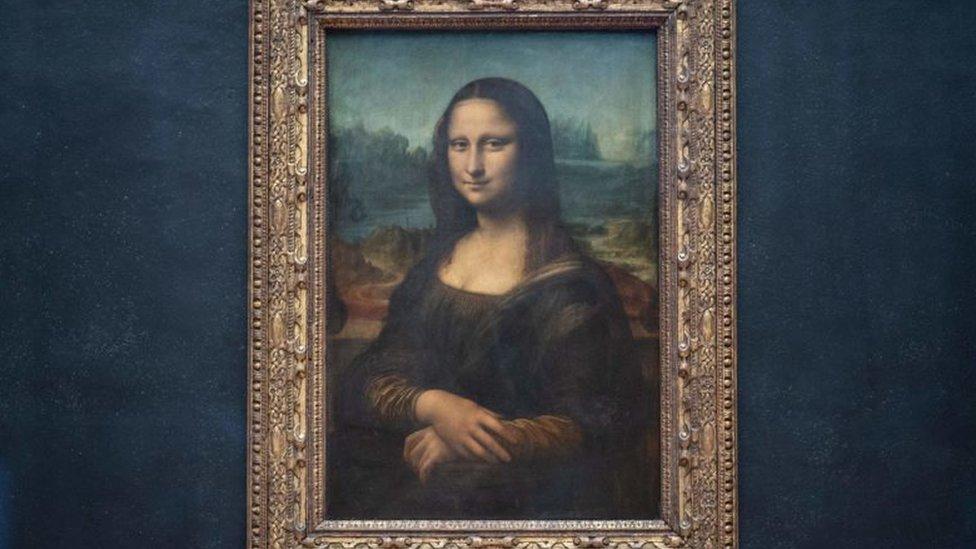 La Gioconda original en el museo Louvre en París.