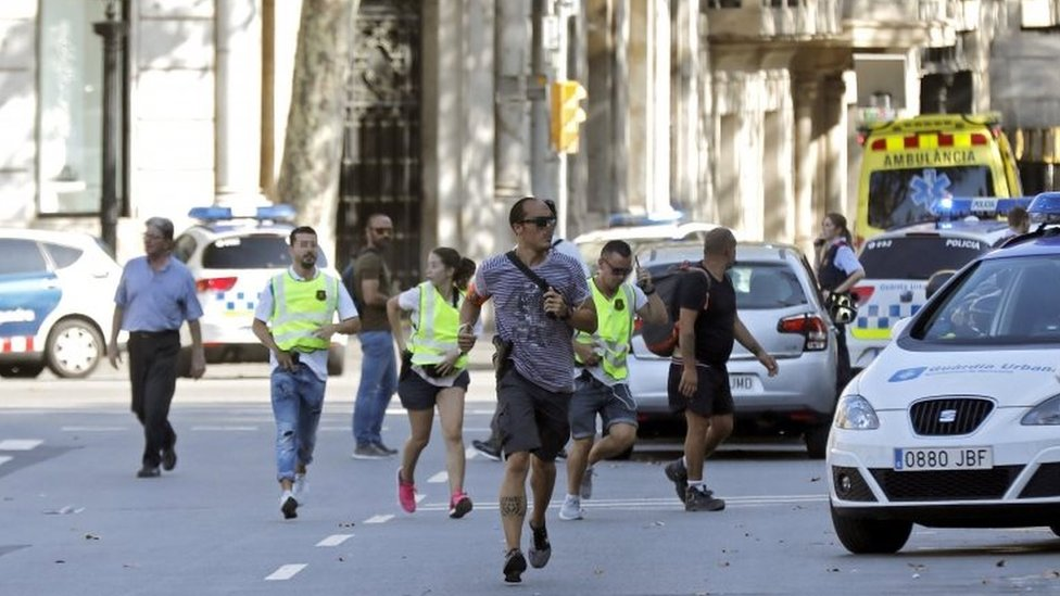 Sebuah van menabrak pejalan kaki di Barcelona (17/08/17)