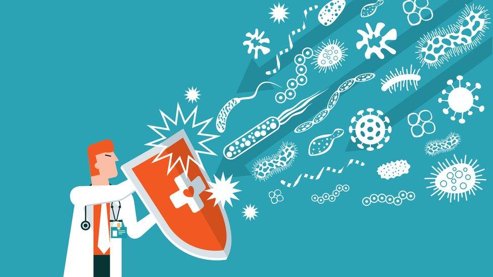 Desenho mostra homem de jaleco com escudo, que barra ícones representando germes