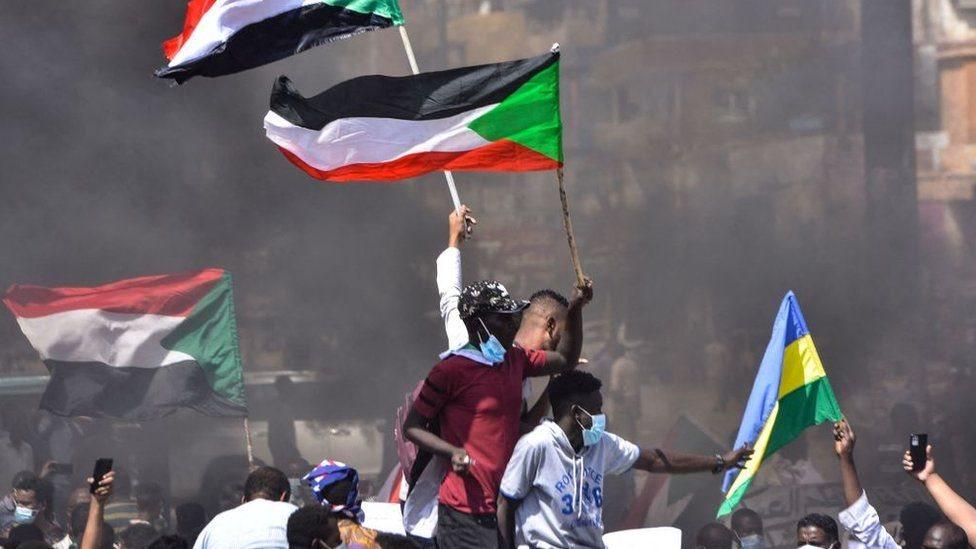 СМИ: военные арестовали членов переходного правительства Судана