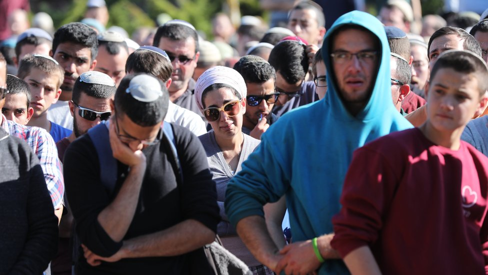 People mourn during the funeral of Israeli Rabbi Ahiad Ettinger in the Jewish settlement of Eli (18 March 2019)