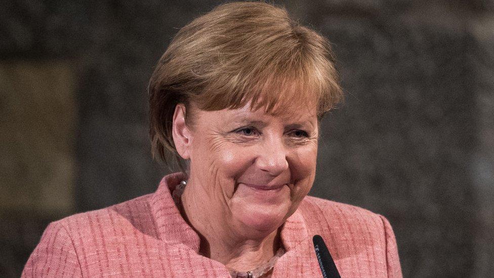 Merkel es la primera mujer canciller de su país y está actualmente ejerciendo un cuarto mandato en el poder.