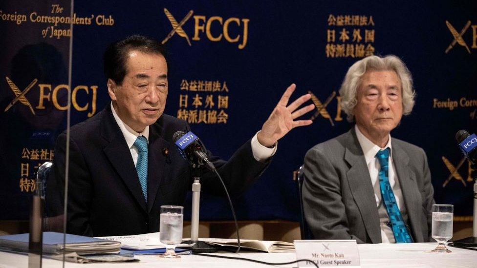 Naoto Kan (solda) ve Junichiro Koizumi (sağda)