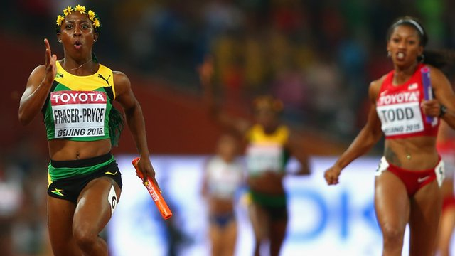Shelly-Ann Fraser-Pryce anchors the Jamaican team to the gold medal in the 4x100m
