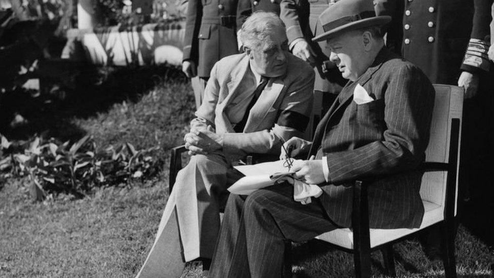 تشرشل وروزفلت في مؤتمر كازابلانكا (الدار البيضاء) عام 1943