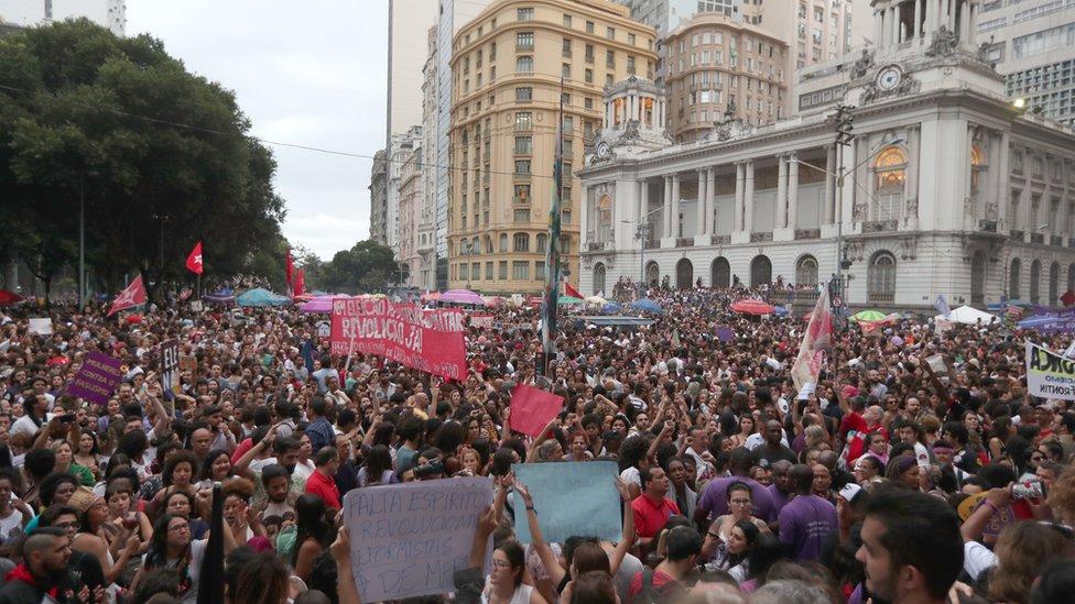 Manifestantes en Río de Janeiro el 29 de septiembre contra Bolsonaro.